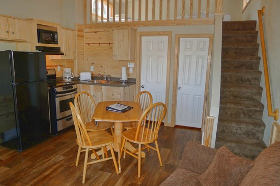 Hill Country Cottage and RV Resort: Living Room of One Bedroom