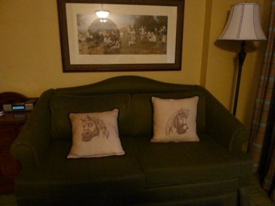 Disney's Saratoga Springs Resort & Spa: Sofa - clearly