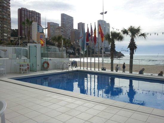 Hotel Brisa: Terras/zwembad
