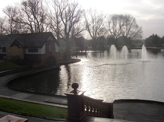 Boat house and fountains, Lower Lake, Hanley Park