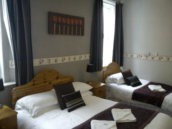 Ellan Vannin Metro Hotel: Room 7, standard en-suite with additional single bed