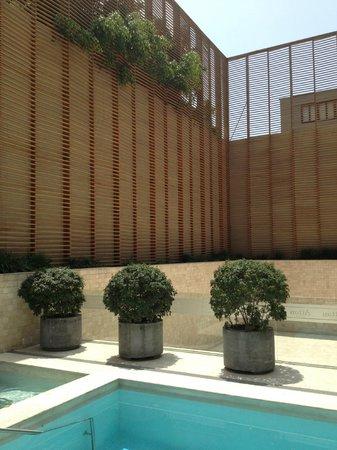 Hotel Atton San Isidro: Piscina al lado del restaurante 