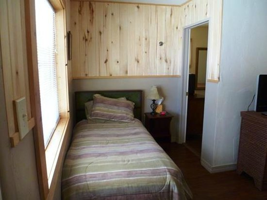 Rocky Mountain Inn: 2 Bedroom Example 8