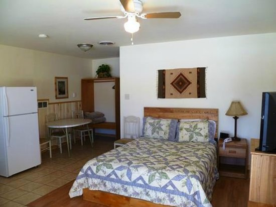 Rocky Mountain Inn: 2 Bedroom Example 5