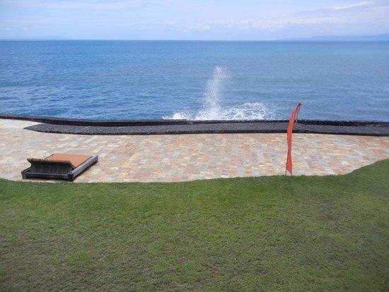 Jasri Bay Hideaway: oceanfront vista