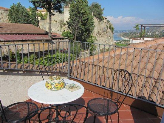 Residenza I Gioielli: la terrazza con vista sul mare