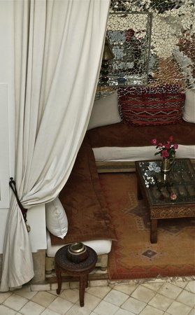 Riad Dar Oulhoum: a nook for reception and lounging