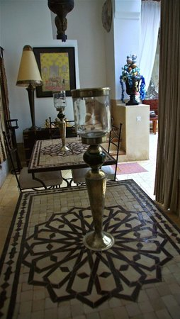 Riad Dar Oulhoum: ground floor dining area
