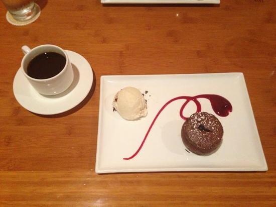 Roy's Restaurant: chocolate soufflé