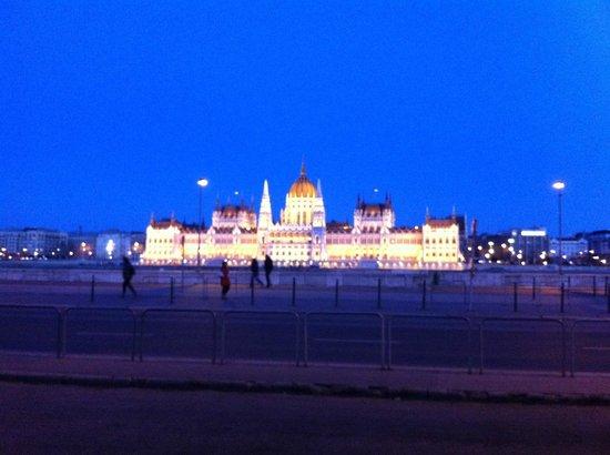 Hotel Regnum Residence: Budapest Parliament Building