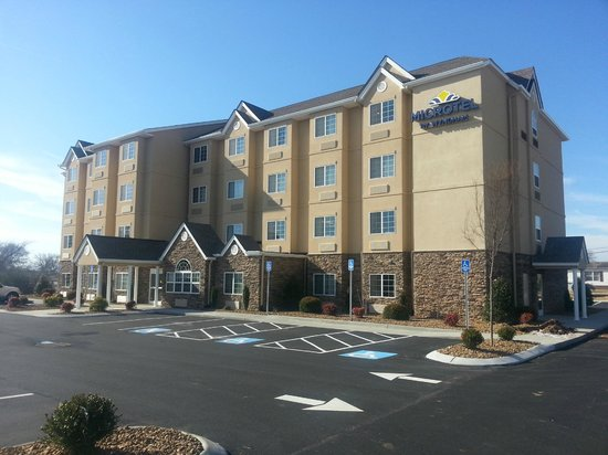 Microtel Inn & Suites by Wyndham Shelbyville: Hotel Exterior