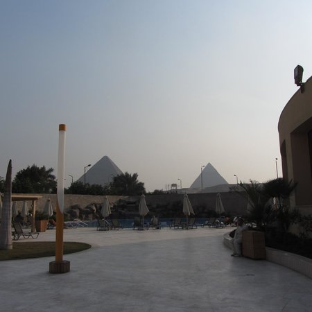 Le Meridien Pyramids Hotel & Spa: View from the second pool, where we sat all the time