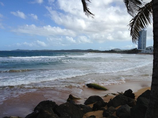 Luquillo Sunrise Beach Inn: Luquillo beach