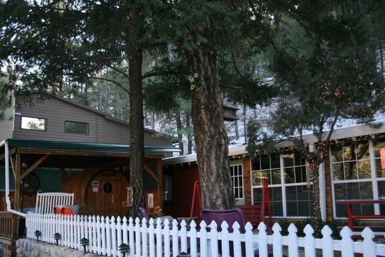 Sitzmark Chalet Inn: BBQ/Family Area
