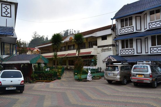 Nahar's Nilgiris Hotel: restaurant view