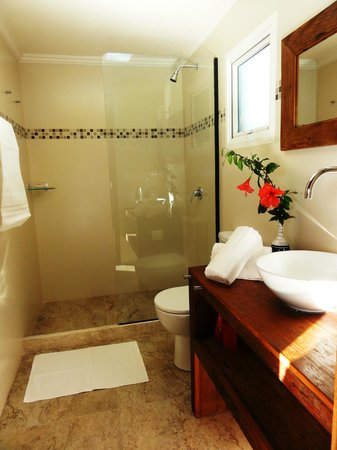 Mata Hari Apartamentos: Banheiro do Apartamento Superior.