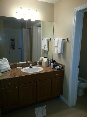 The Point Hotel & Suites: bathroom