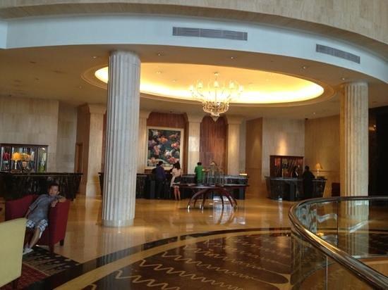 The Ritz-Carlton Jakarta, Mega Kuningan: lobby area