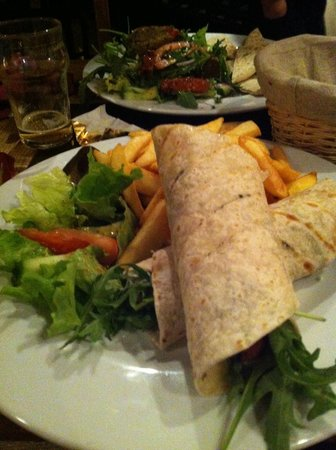 The Office Bar: Sweet chilli chicken wraps
