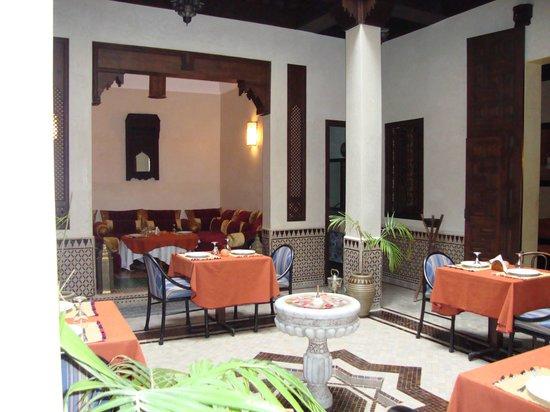 Riad Bahia Salam: petit salon d'accueil