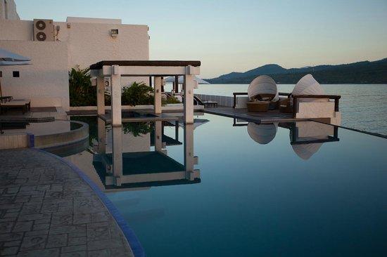 Bellarocca Island Resort and Spa: Seaside swimming pool