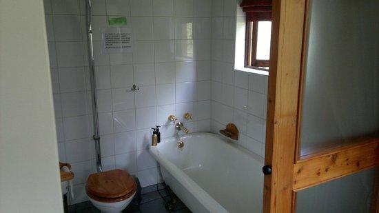 Fort Amity B&B: Bathroom
