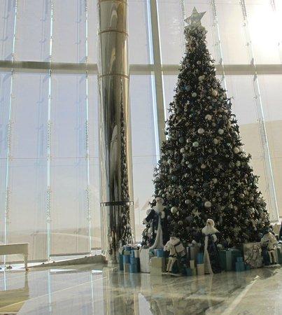 Jumeirah at Etihad Towers : spettacolare albero di Natale