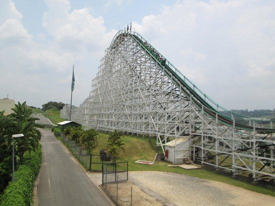 Vinhedo, SP: Montanha Russa, uma das melhores atrações do parque
