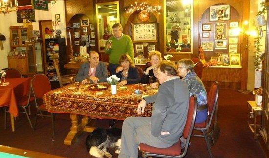 Hotel De Kroon: aperitieven in de biljartzaal