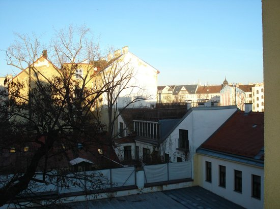 Pension Schoenbrunn: Viennese rooftops from my window.