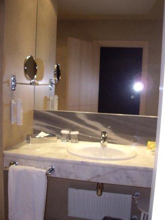 Hotel Paseo del Arte: baño