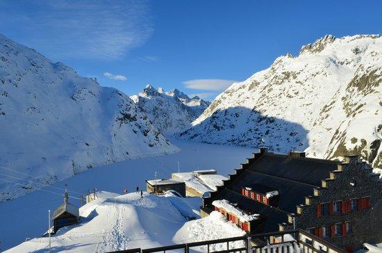 Hotel Grimsel Hospiz: vista desde el mirador hacia el glaciar.