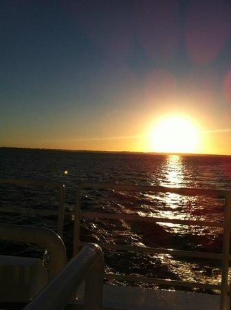Posadas, Argentina: Vista del atardecer desde el Catamarán