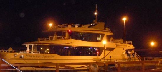Posadas, Argentina: Catamarán, paseo nocturno