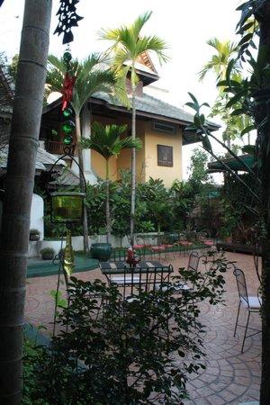 โรงแรมธาตุคำวิลเลจ: Территория отеля