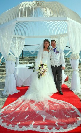 Elias Beach Hotel: the perfect wedding venue