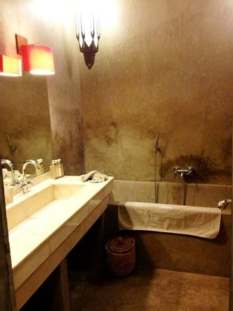 Riad Dar One: bathroom.