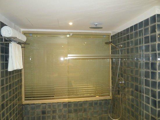 Burasari Resort: The Shower