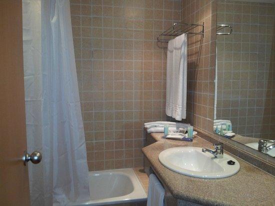 Best Alcazar Hotel: baño