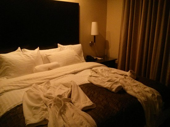 La Bellasera Hotel and Suites: My FAVORITE!-the PLUSH BED!!!..plus robes, of course!