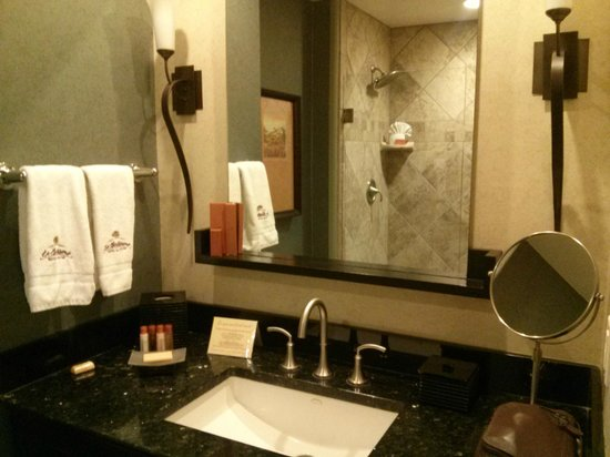 "La Bellasera Hotel and Suites: Only the best for the ""RESTROOMS""!"