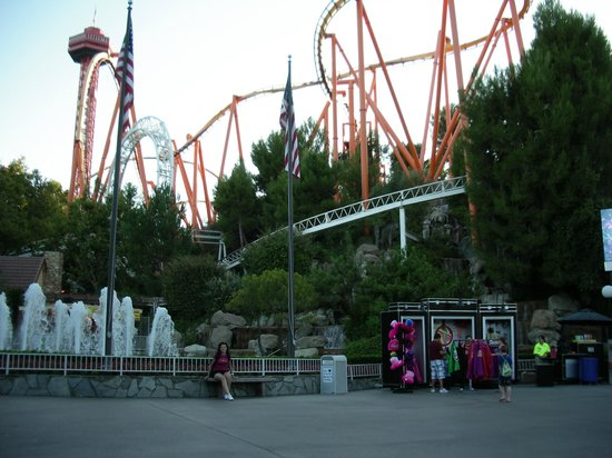 Thriller Rides at Six Flags Magic Mountain – Adrenaline Pumping Family Fun!