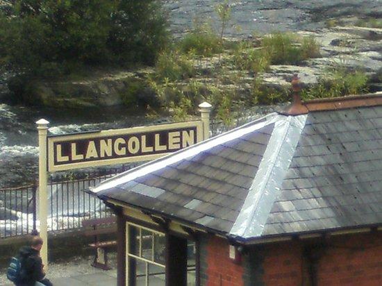 Llangollen Canal: Llangollen Railway Station.
