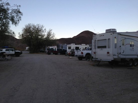 Panamint Springs Resort: Panamint Springs RV park at dusk