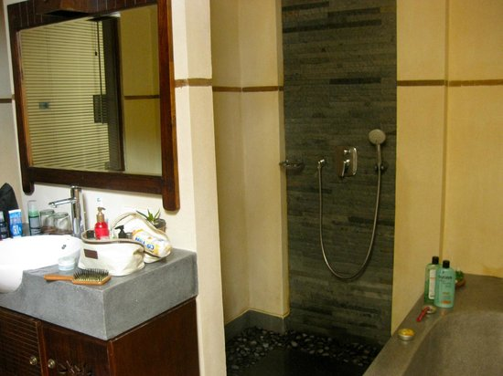 De Munut Balinese Resort & Spa: Bathroom