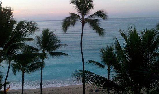Outrigger Waikiki Beach Resort: Sunrise