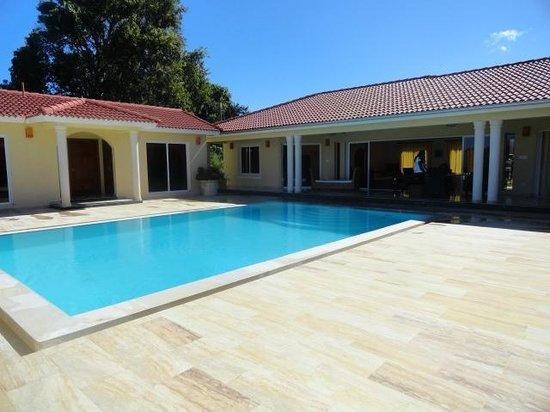 Residencial Casa Linda: Fuera de la Piscina