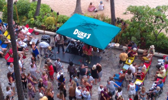 Outrigger Waikiki Beach Resort: Enjoying the Sunday evening entertainment from my lanai