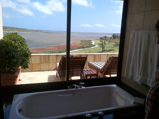 Arabella Hotel & Spa: Bathroom with a View of The Lagoon