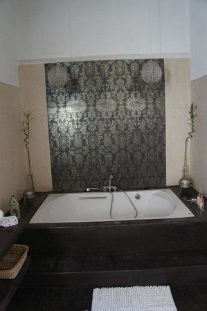 """Riad Dar Mayssane : La superbe baignoire """"L'Amante"""""""